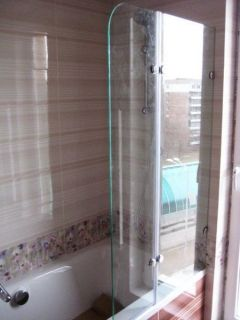 Favorito Glass Bath Screen 6 mm